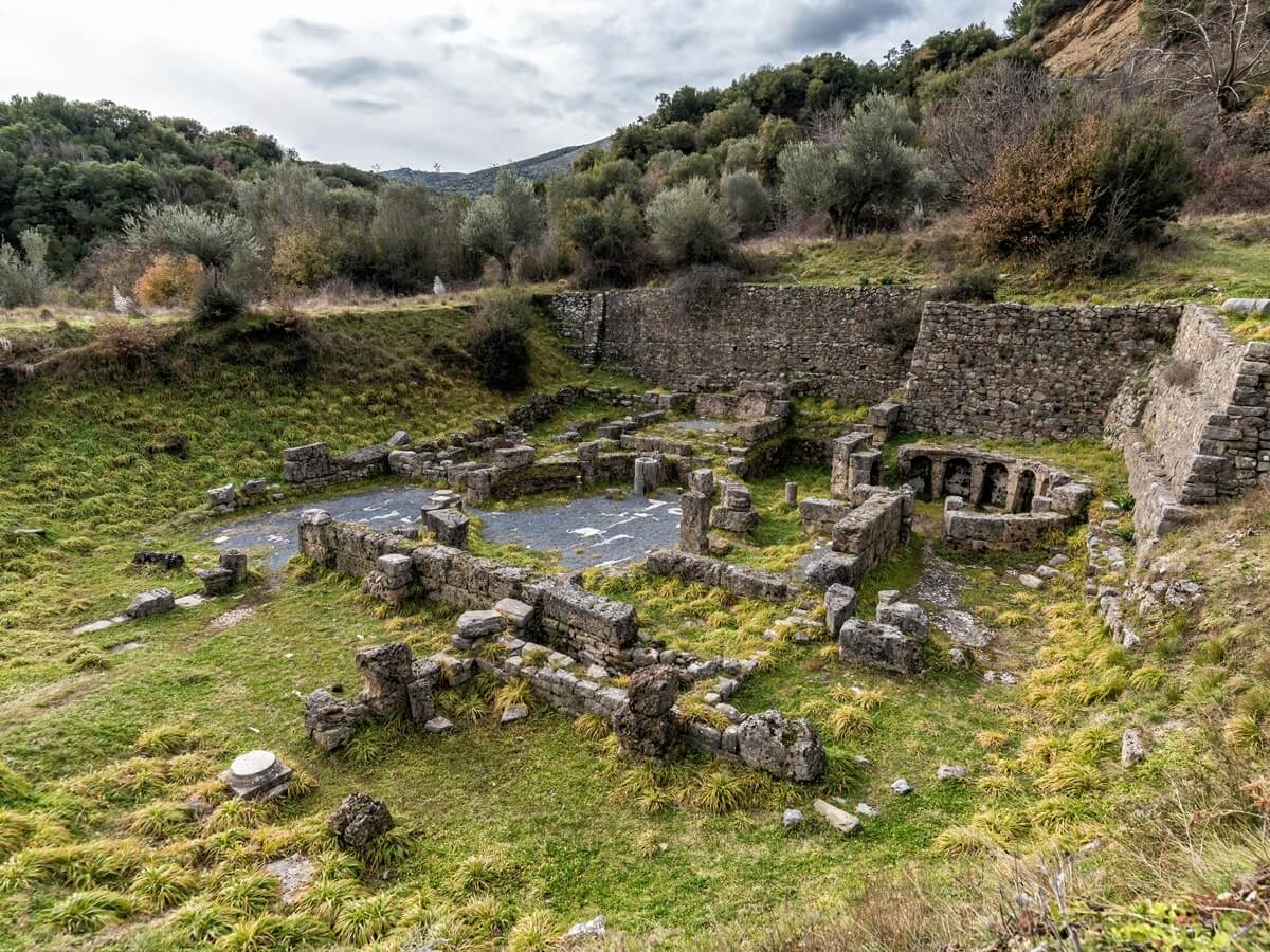 menalon trail ancient ruins