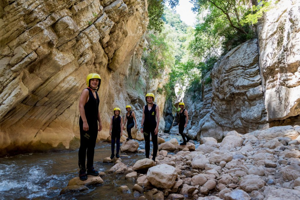 aegean-outdoors-neda-river-trekking