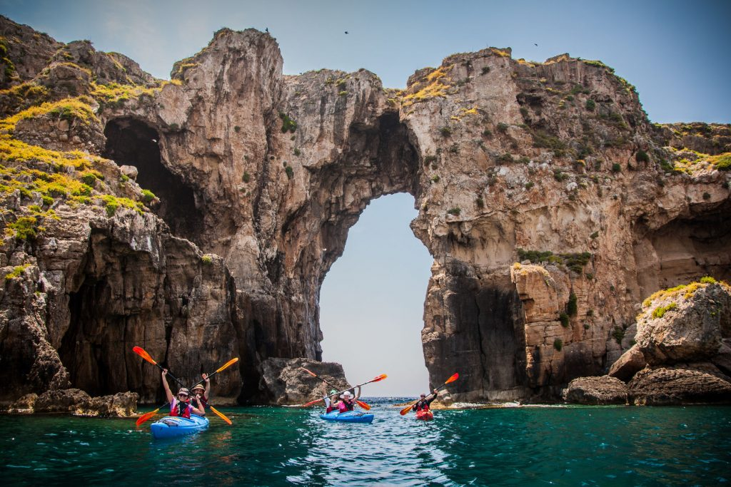 navarino-bay-sea-kayaking-bg
